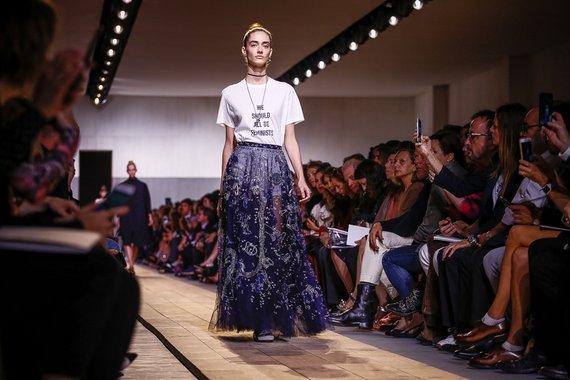 """Η πρωτη συλλογη της Maria Grazia Chiuri για τον Dior φωναζει """"We Should All Be Feminists"""""""