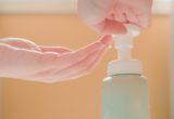 Σαπούνι και νερό ή αντισηπτικό; Ποιο από τα δύο είναι πιο αποτελεσματικό ενάντια σε ιούς και μικρόβια;