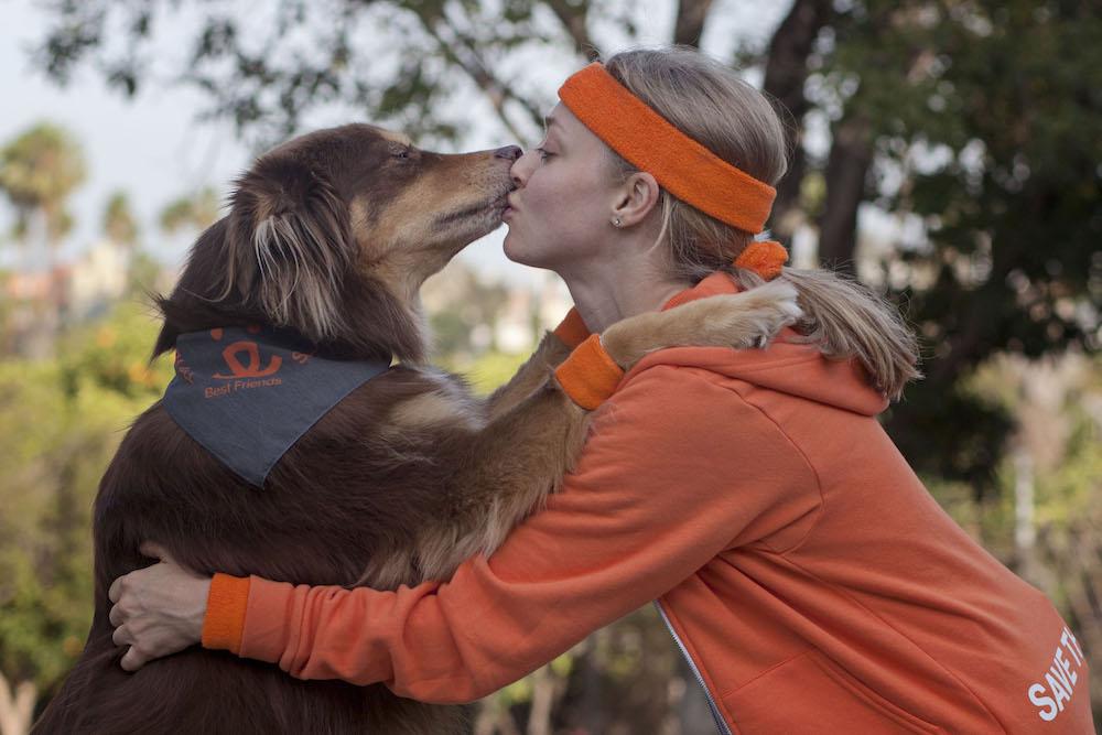 Οταν οι διασημοι γυμναζονται με τα σκυλια τους