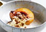 Συνταγή για γλυκό ροδάκινο γλασαρισμένο με amaretto, mascarpone και μπισκότο