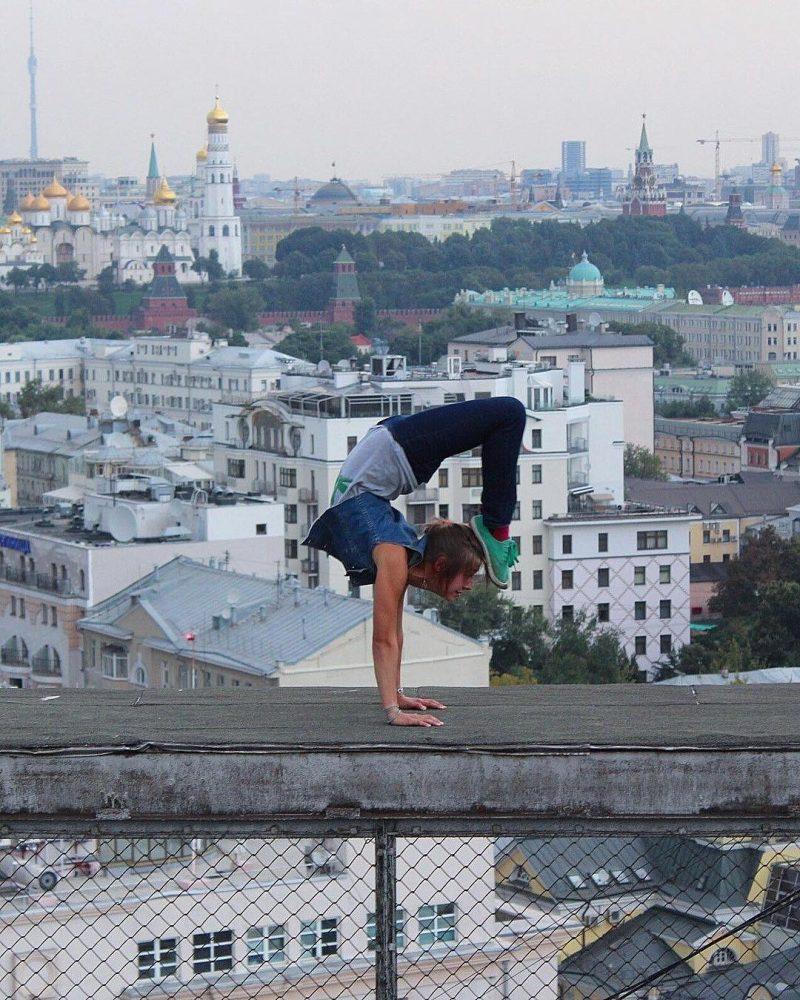 Η Angela Nikolau αγαπαει το υψος και κερδιζει το Instagram