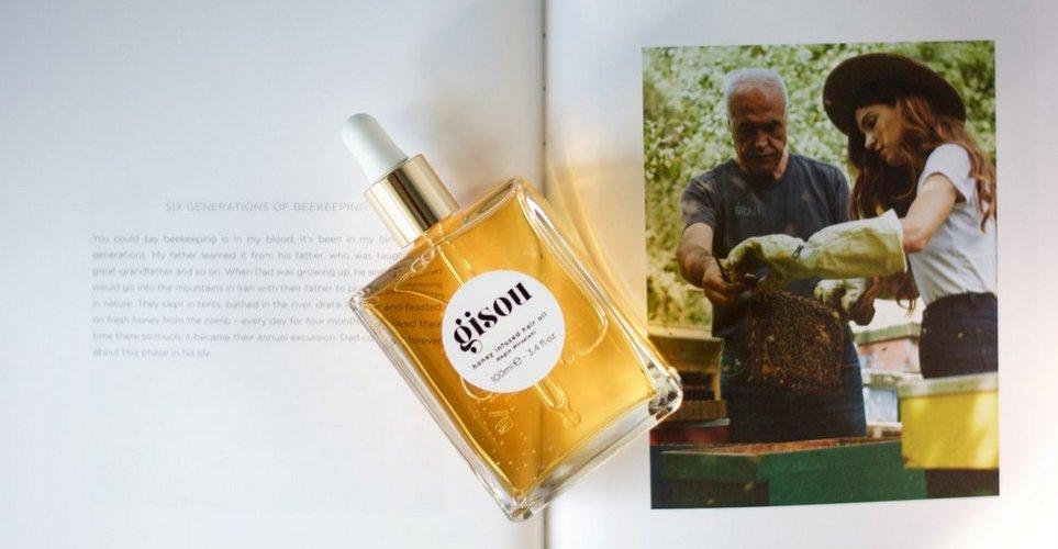 Δοκιμάσαμε το Gisou Hair Oil της Negin Mirsalehi