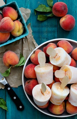 Bourbon-Peached-and-Cream-Popsicles_Endless-Simmer
