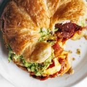 Sandwich με κρουασάν για πρωινό
