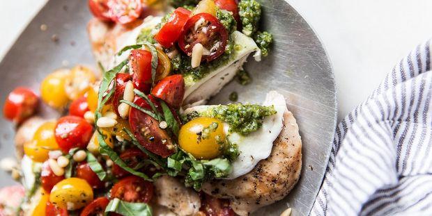Bruschetta με πέστο και κοτόπουλο