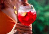 Το ποτό που θα φτιάξεις στο σπίτι μέσα σε 2 λεπτά και θα απολαμβάνεις όλη τη σεζόν