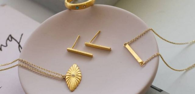 Όλα όσα χρειάζεται να ξέρεις για τα κοσμήματα της ELENIS TSAPRALI