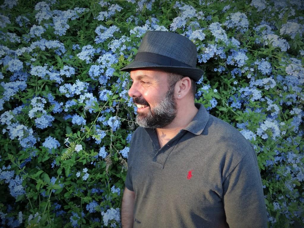 Δημητρης Γιαγτζογλου: Ενας ραδιοφωνικος παραγωγος με 500ρακι