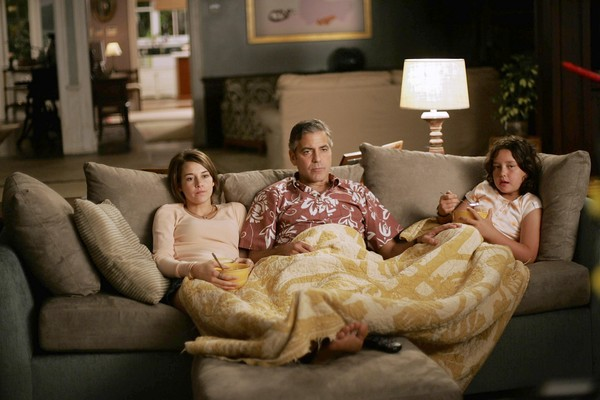 """ENVELOPE STORY FOR DECEMBER 15, 2011. DO NOT USE PRIOR TO PUBLICATION ******************* Shailene Woodley as """"Alex,"""" George Clooney as """"Matt King,"""" and Amara Miller as """"Scottie"""" in the movie The Descendants. Photo by Merie Wallace"""