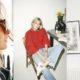 Camille Charrière: Η γαλλο-αγγλίδα με το καυστικό χιούμορ που λατρεύει την απλότητα