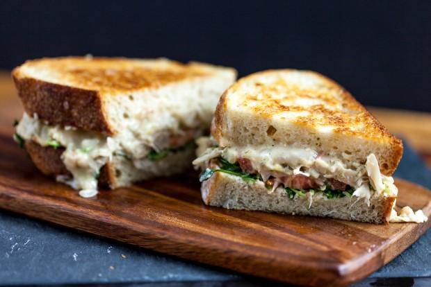 Grilled cheese sandwich με τόνο