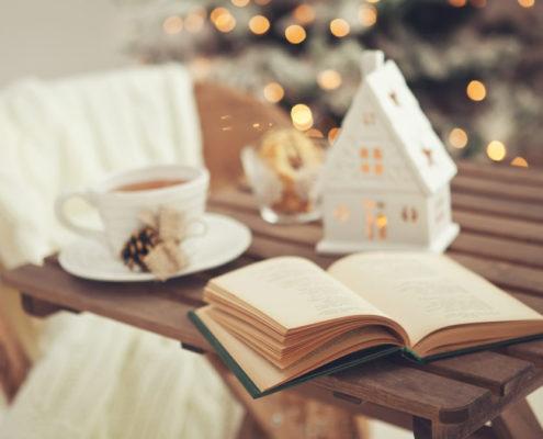 H λίστα με τα 6 βιβλία που θα διαβάσουμε τα Χριστούγεννα