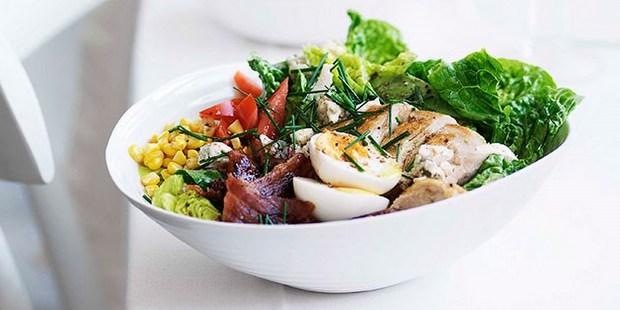 H σαλάτα cobb θα γίνει το νέο, αγαπημένο σου πλήρες γεύμα