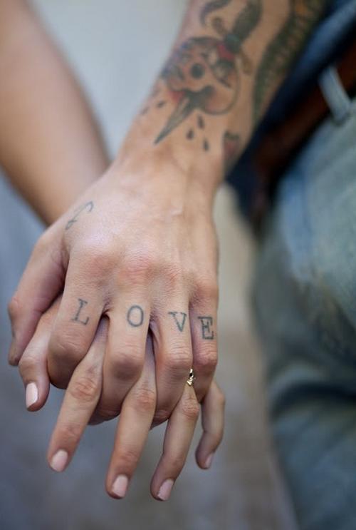 Holding Hands-savoir ville