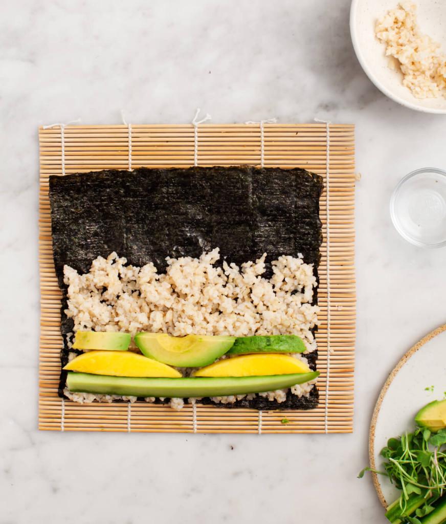 Sushiμε αβοκάντο, μάνγκο και καστανό ρύζι Savoir Ville