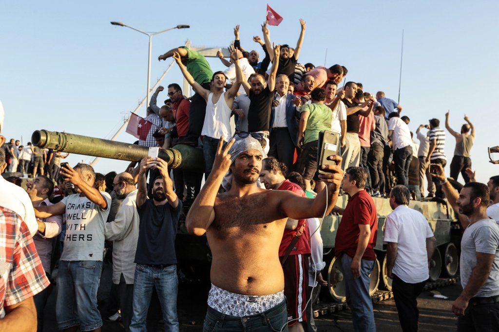 july-16-supporters-turkish-president-recep-tayyip-erdogan-celebrated-when-attempted-military-coup-failed-istanbul
