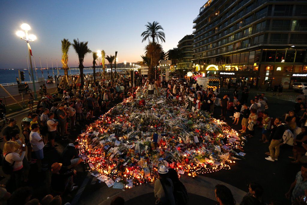 july-2017-people-pay-respects-promenade-des-anglais-nice-after-bastille-day-attack-saw-84-people-killed