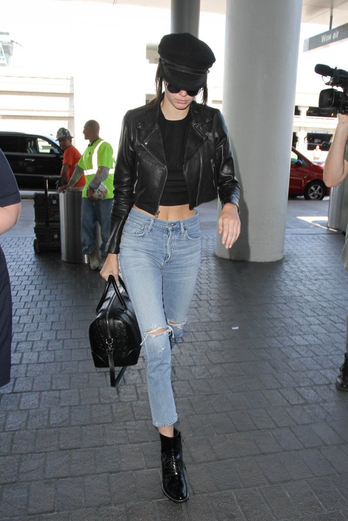 kendall-jenner-incorporated-accessory-her-airport-look