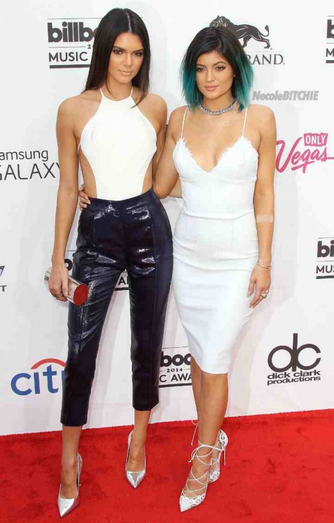 Kendall-and-Kylie-Jenner-Billboard-Awards-Red-Carpet