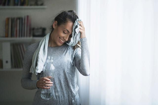 L-sit η δύσκολη άσκηση που γυμνάζει όλο σου το σώμα χωρίς να κουνήσεις ούτε έναν μυ