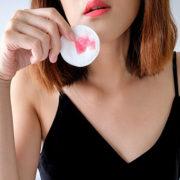 Πως να απαλλαγείς από τους λεκέδες των προϊόντων ομορφιάς
