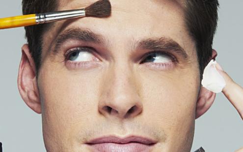 Πώς η beauty βιομηχανία αλλάζει τα πρότυπα αρρενωπότηταςΠώς η beauty βιομηχανία αλλάζει τα πρότυπα αρρενωπότητας