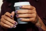 Το χρώμα που κυριαρχεί αυτόν τον μήνα στα νύχια