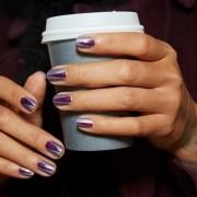 Το χρώμα που θα δεις να κυριαρχεί αυτόν τον μήνα στα νύχια