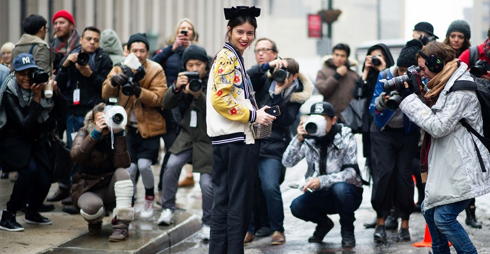 Oι φωτογράφοι πίσω από τις street style φωτογραφίες των Eβδομάδων Μόδας