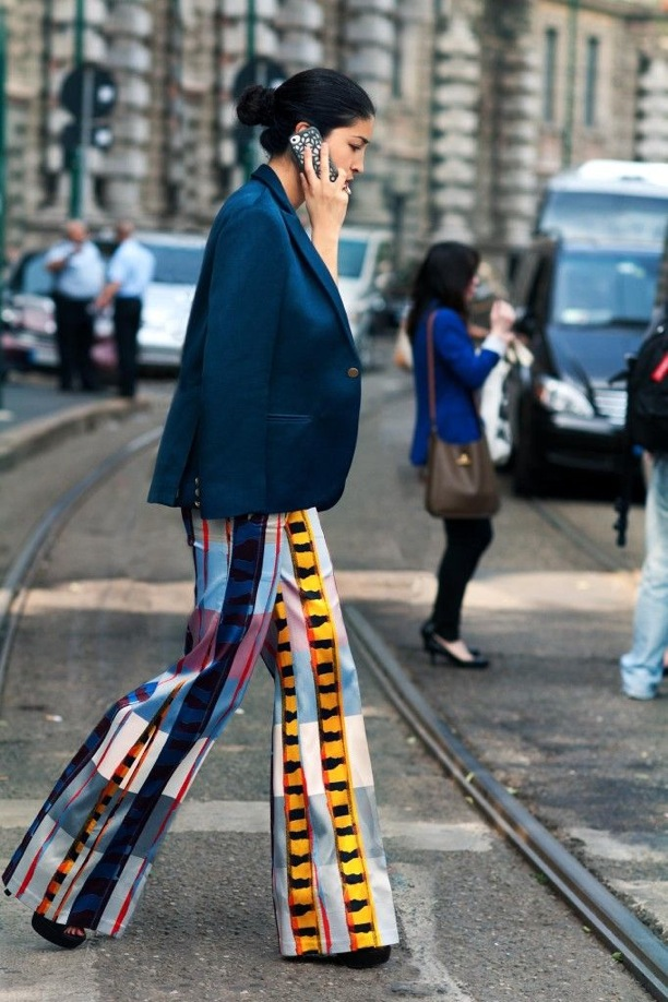 print-flare-trousers-with-a-classic-twist-1