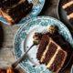 Το κέικ με frosting φιστικοβούτυρου και σοκολάτας δεν είναι τόσο δύσκολο όσο φαίνεται