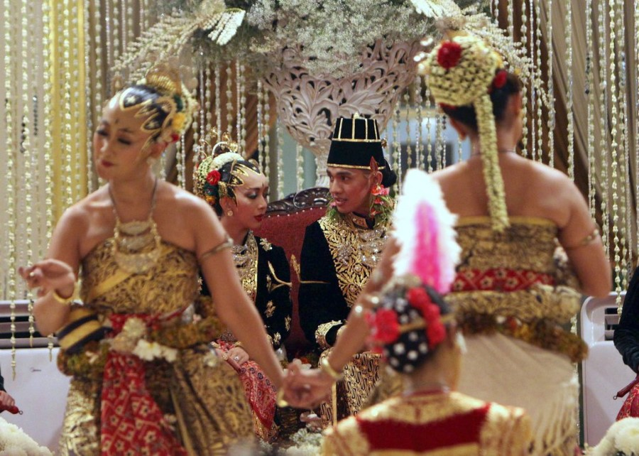 royal-wedding-8-custom