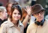 H Selena Gomez δωρίζει τα χρήματα από τη συνεργασία της με τον Woody Allen