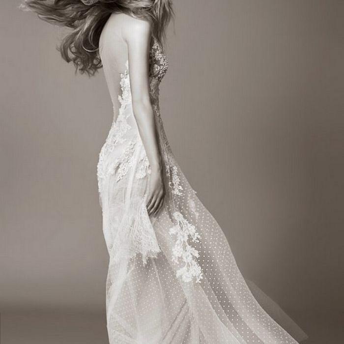 SILIA Νυφική δημιουργία Celia Kritharioti Haute Couture από ολομέταξη απλικαρισμένη δαντέλα, αφήνει όλη την πλάτη αθέατη και πολύ σέξι, για να μην έχει καμία αμφιβολία ο καλός σου ότι παντρεύεται την ωραιότερη!