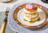 Αφράτα pancakes μαρέγκας με γιαούρτι και berries