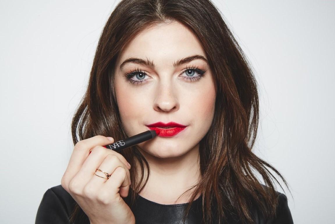 step-3-apply-lipstick-medium