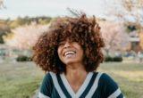 Το DIY μείγμα που υπόσχεται να απαλλάξει τα μαλλιά σου από το φριζάρισμα