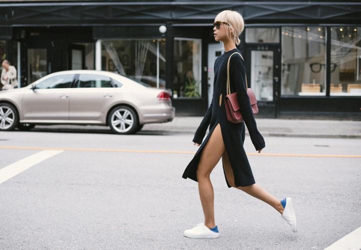 11 τρόποι να φορέσεις τα sneakers σου με φορέματα