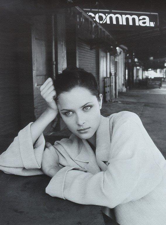 Tasha Tilberg πώς ένα από τα πιο επιτυχημένα μοντέλα των 90s συνεχίζει να είναι επίκαιρο