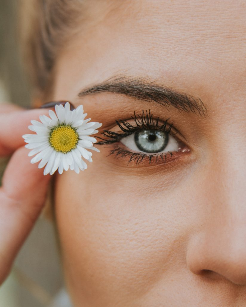 Tips για να μην κάνει σβόλους η μάσκαρα