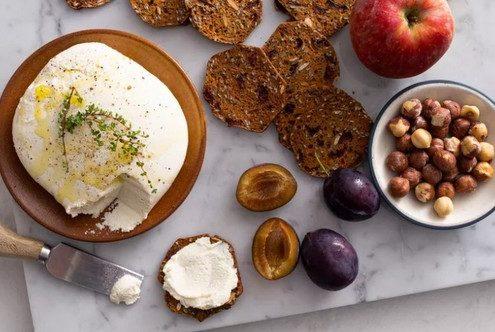 To να φτιάξεις το δικό σου τυρί από γάλα ξηρών καρπών δεν είναι τόσο δύσκολο όσο νομίζεις