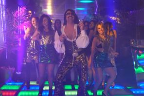 O Tonis Sfinos επιστρεφει με disco διαθεση στο νεο του video clip