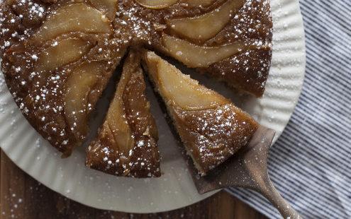 Upside down cake με αχλάδια και ginger