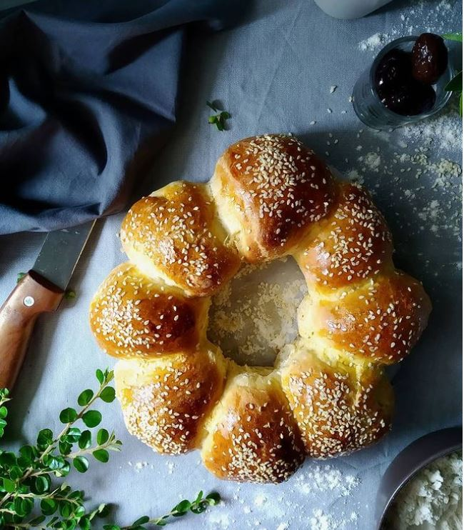 Aφράτα ψωμάκια με σουσάμι και γέμιση ελιάς