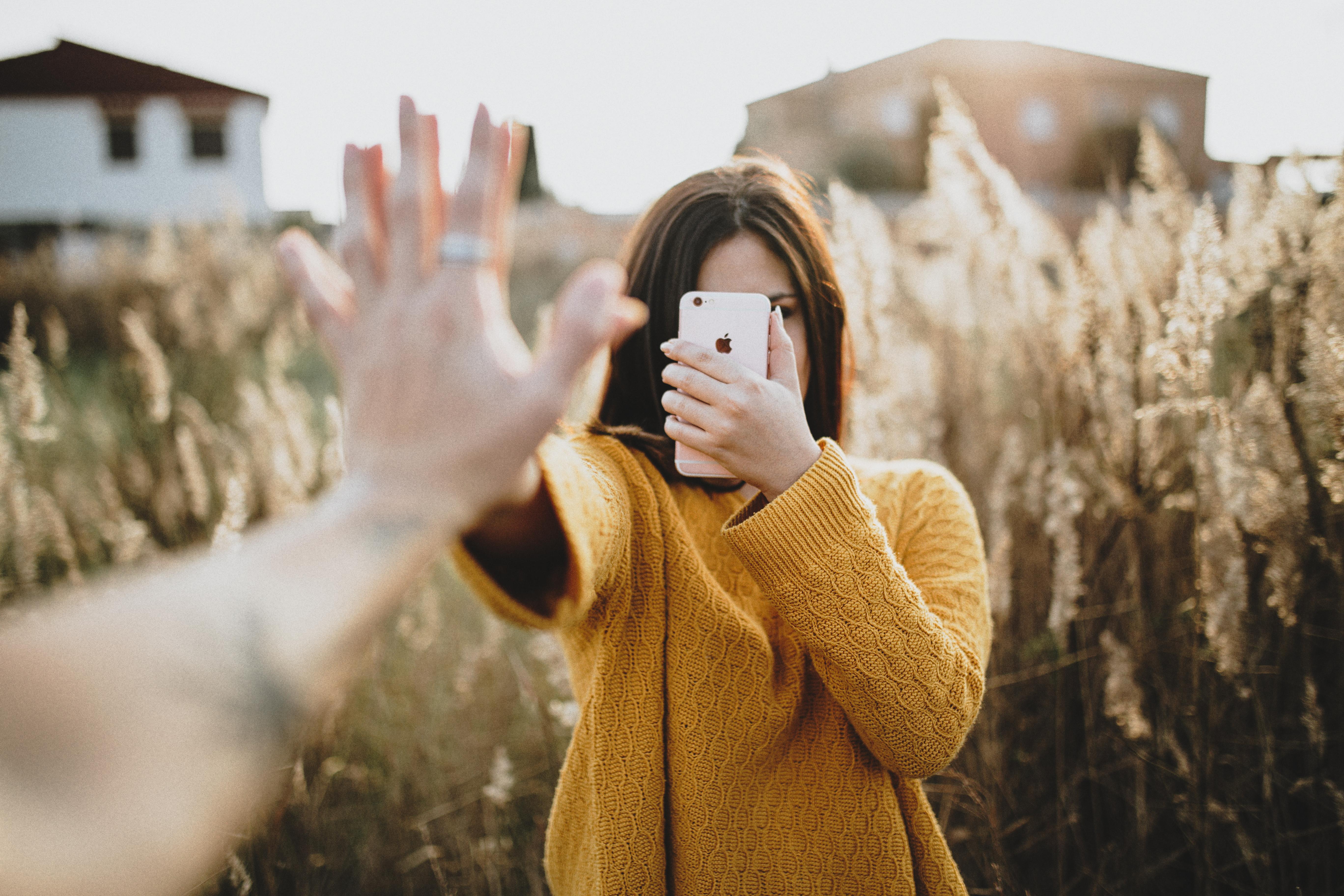 Αυτη ειναι η πιο κολακευτικη γωνια για selfie