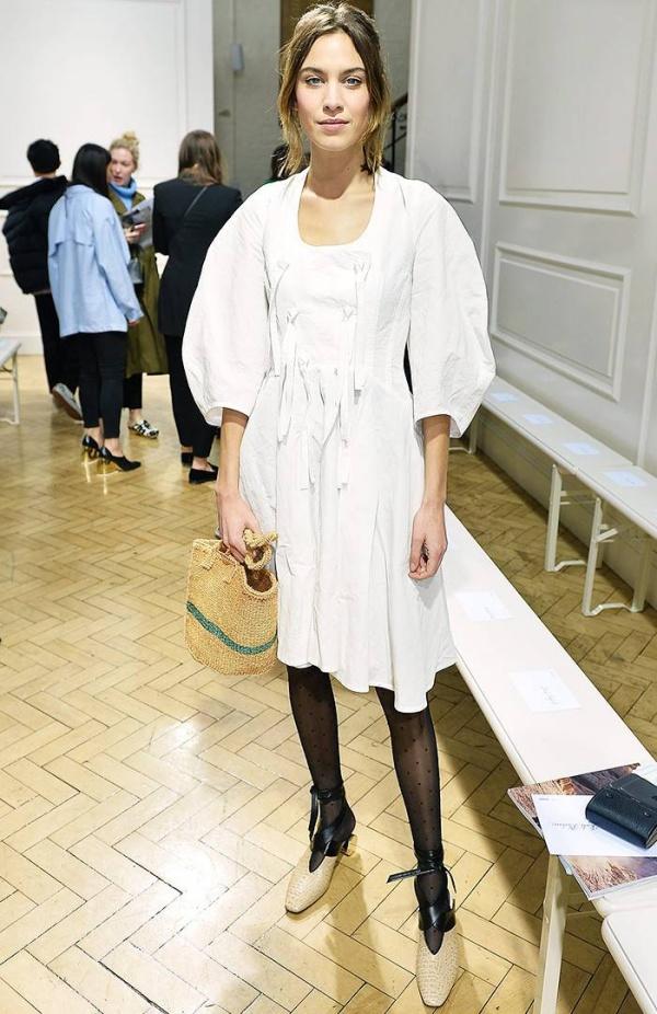 12 outfits της Alexa Chung που θα θες να φοράς ξανά και ξανά