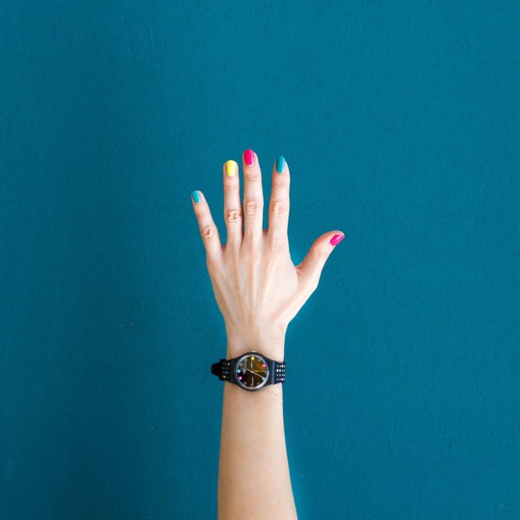 Δεν είναι πως το τέλειο look ολοκληρώνεται με τα περιποιημένα νύχια, αλλά είναι η λεπτομέρεια που θα κάνει τη διαφορά. Αρκετές από εμάς επιλέγουμε να επισκεφθούμε κάποια ειδικό για να περιποιηθεί τα νύχια μας.