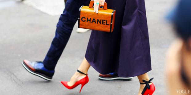 Είδες τα flat σανδάλια της Chanel;