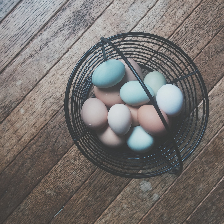 DIY: Βαψε τα πασχαλινα αυγα με φυσικο τροπο