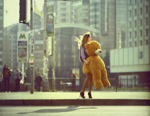 bear-big-teddy-bear-city-fashion-girl-high-heels-Favim.com-48714